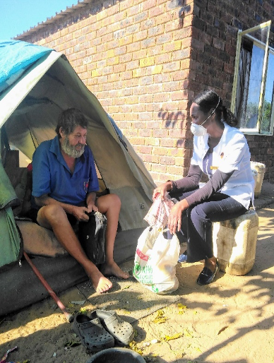 Nurse Grace helping a homeless man in Vaalwater May 2020